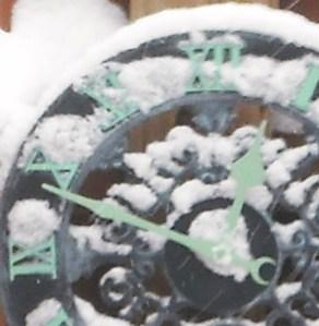 CLOCK FRZN SNWY